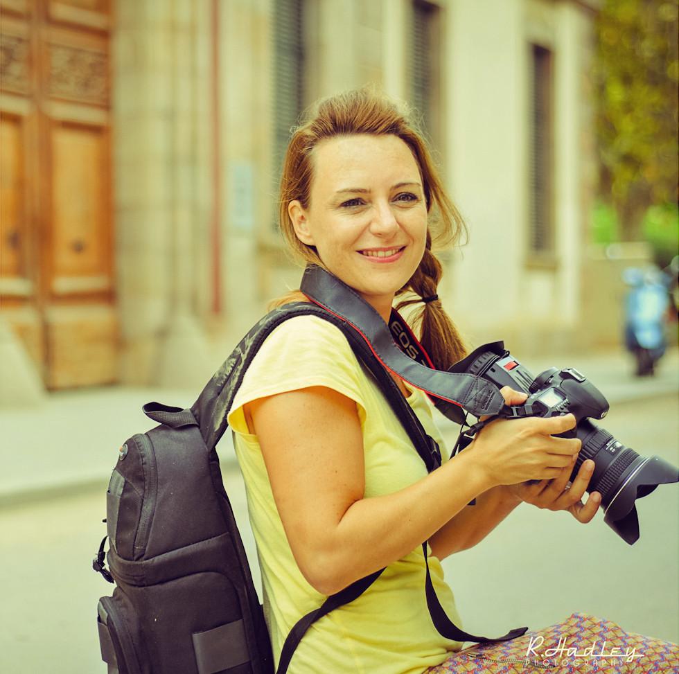 Portrait of Carolina de Santis filming in Parc de la Ciutadella, Barcelona