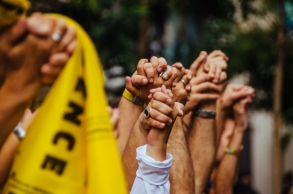 Catalans form human chain for independence from Spain