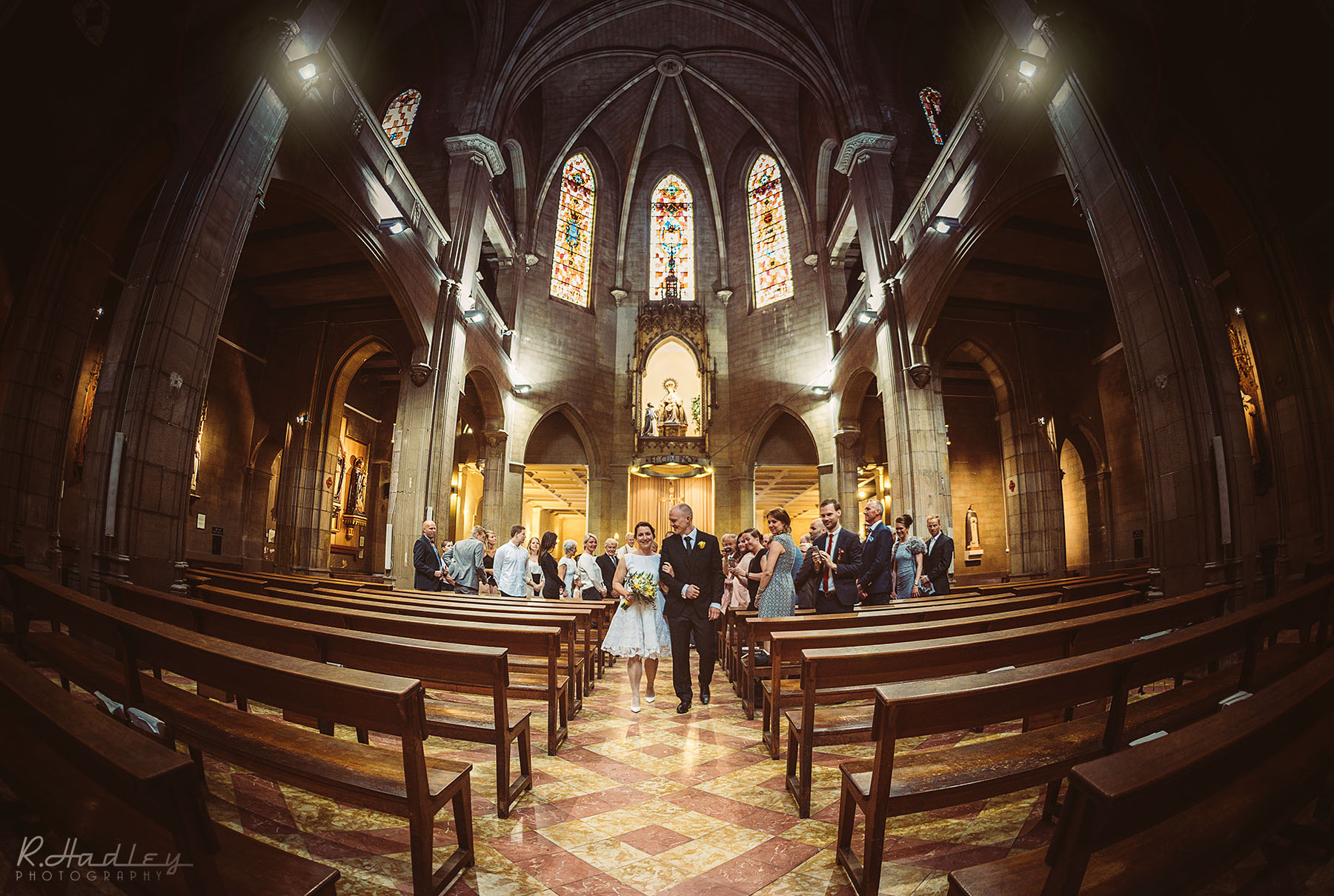 Wedding photographer at the Nostra Señora del Rosario Church in Barcelona